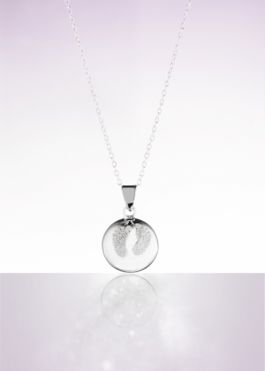 BABY FEET DIAMOND POWDER logo